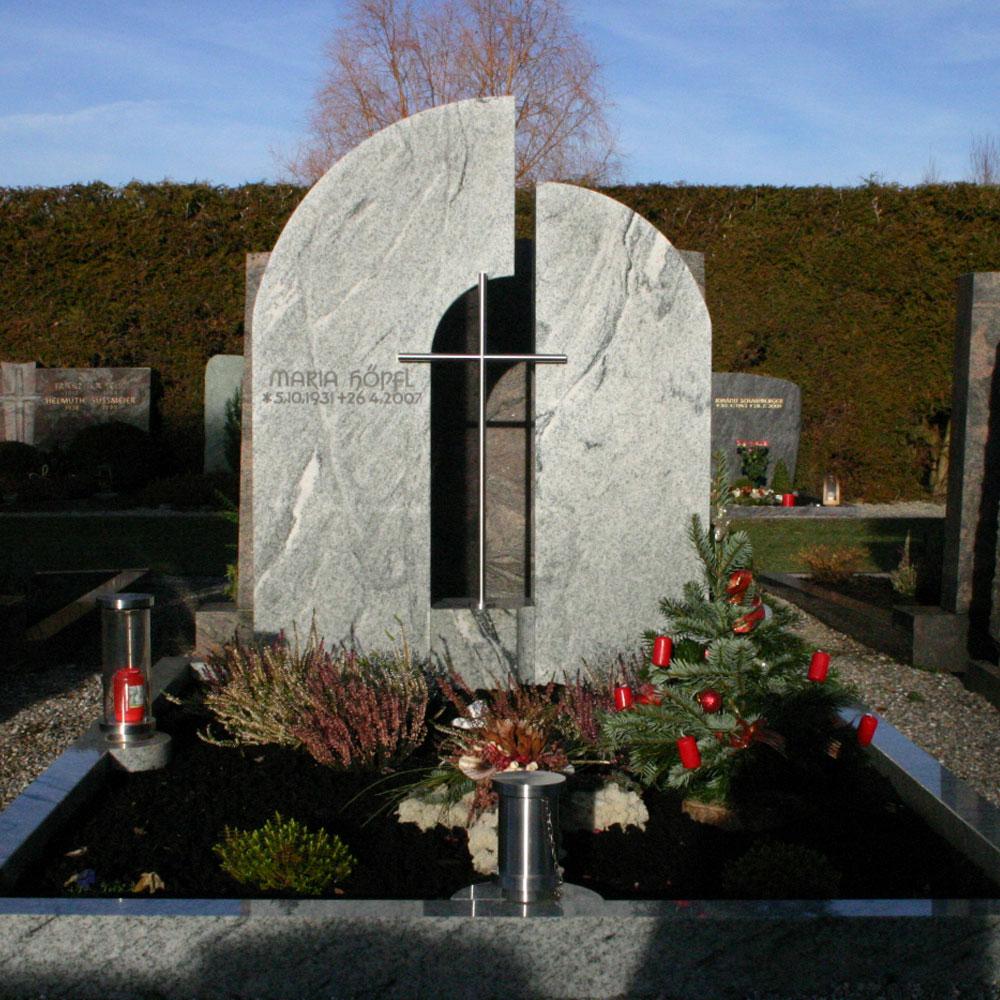 "Familiengrab ""Kreuz II"""