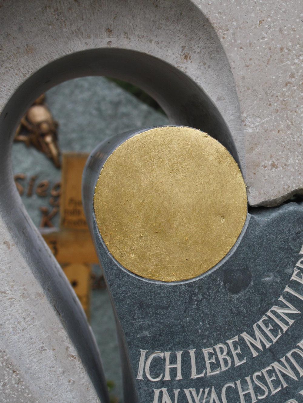 """Urnenstein """"Wachsende Ringe"""""""
