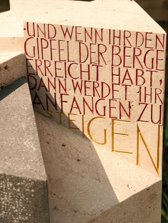 """Urnenstein """"Stufen"""""""