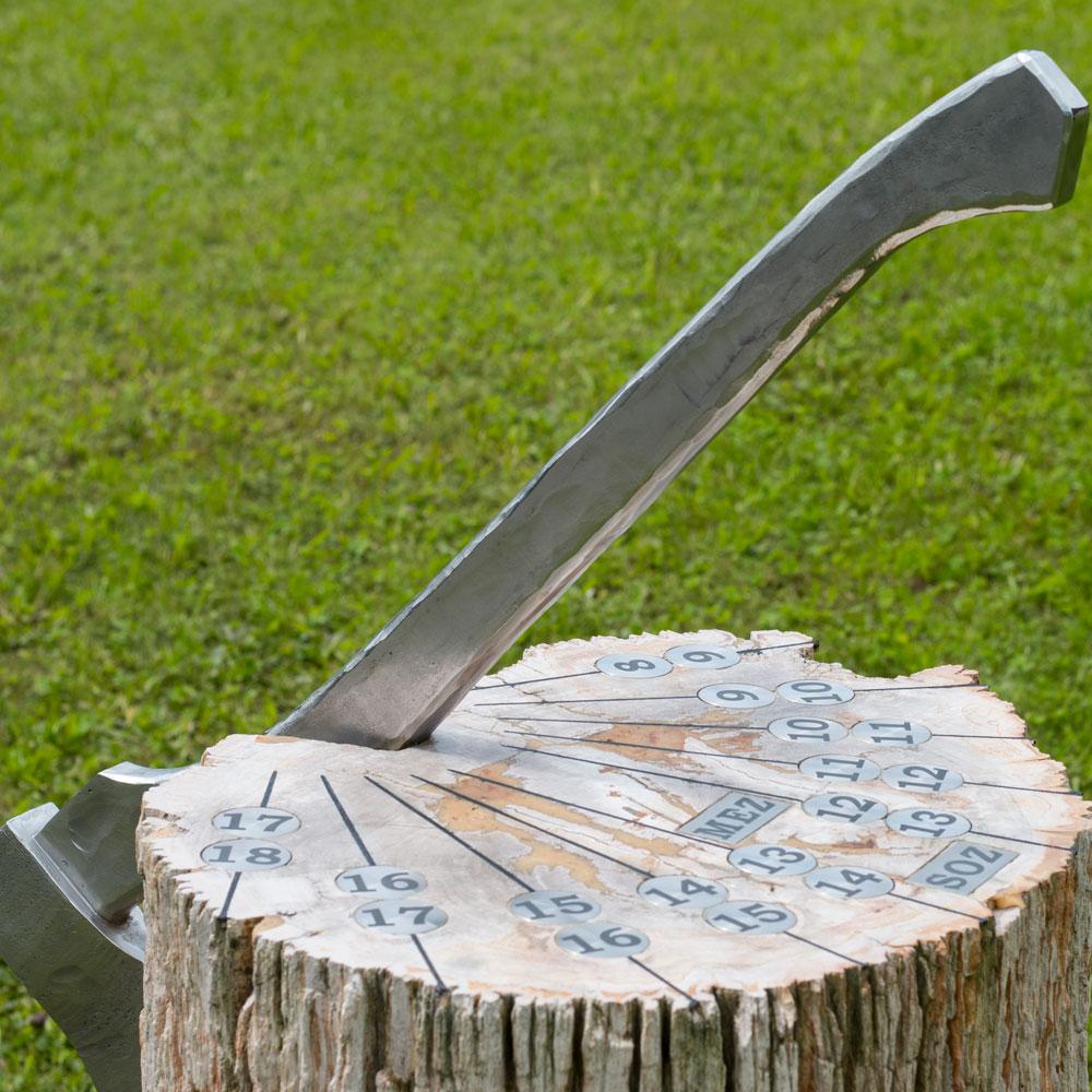 """Sonnenuhr """"Versteinertes Holz"""""""