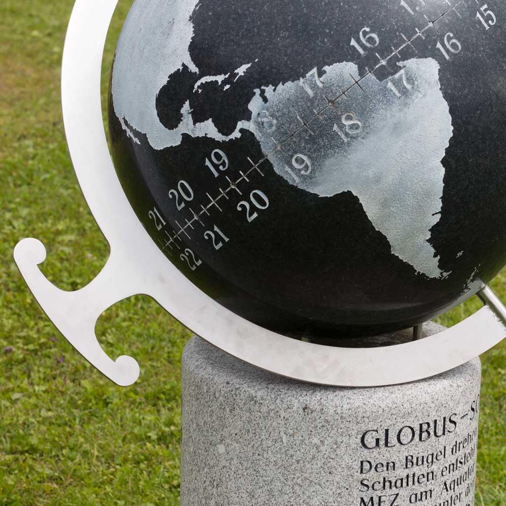 """Sonnenuhr """"Globus"""""""