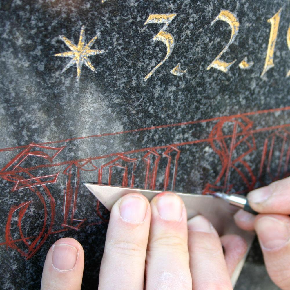 inschriften auf grabsteinen
