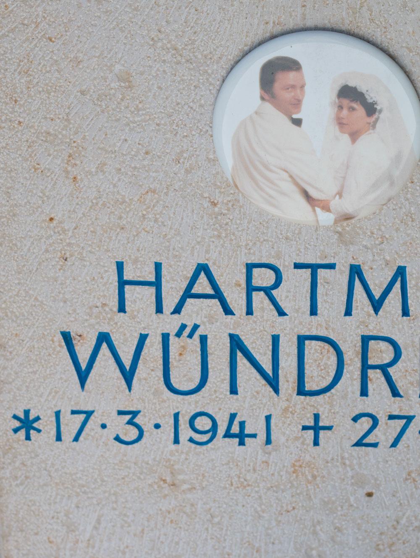 """Urnenstein """"Erste Kirche"""""""