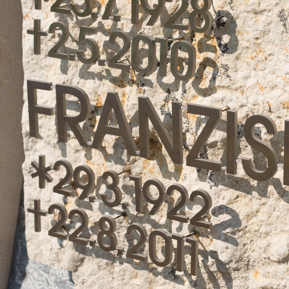 "Familiengrab ""Kreuz III"""