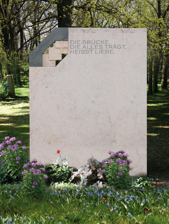 "Familiengrab ""Kreuz IX"""