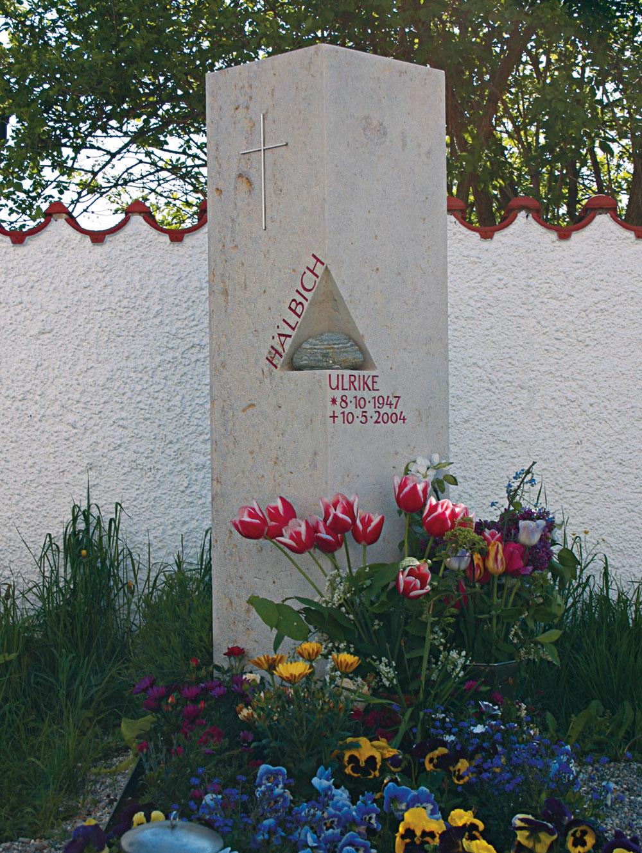 0010-grabstein-mosandl-haelbich-1300